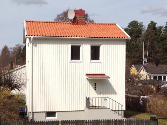 Våra takläggare i Stockholm har bred kompetens inom takläggning, takreparationer, takrenoveringar framförallt plåttak, tegeltak och takpapp