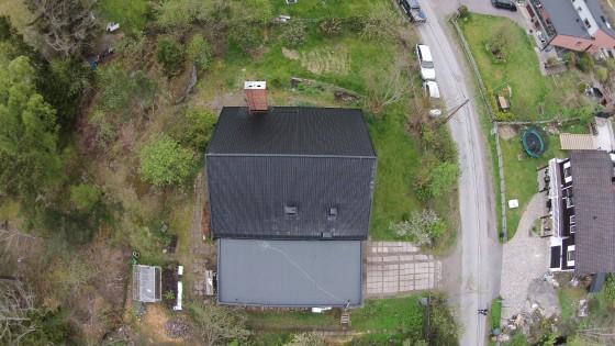 Våra takläggare i Stockholm har bred kompetens inom takläggning, takreparationer, takrenoveringar framförallt plåttak, tegeltak och takpapp.