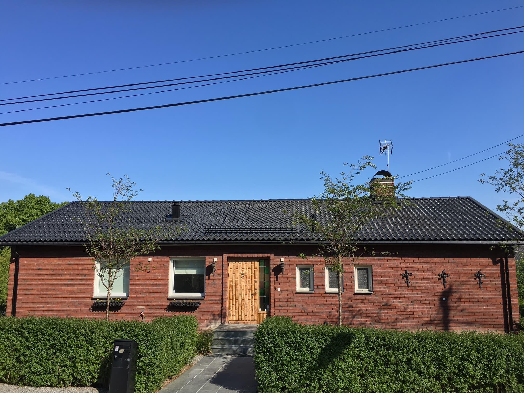 Vi är takläggare i Stockholm med lång erfarenhet inom takläggning, takrenovering och fasadrenovering i Stockholm.